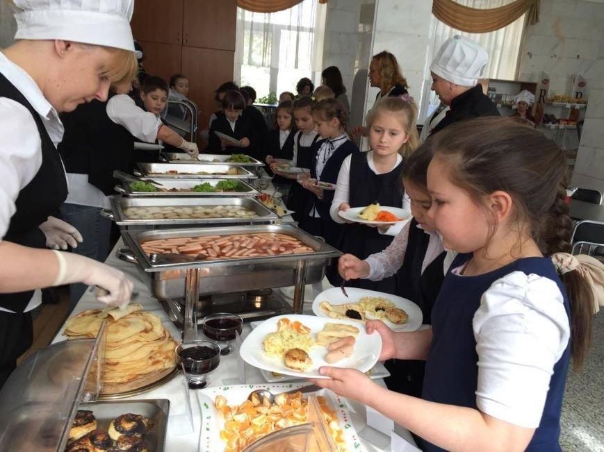 В киевской школе открыли шведский стол (ФОТО), фото-1