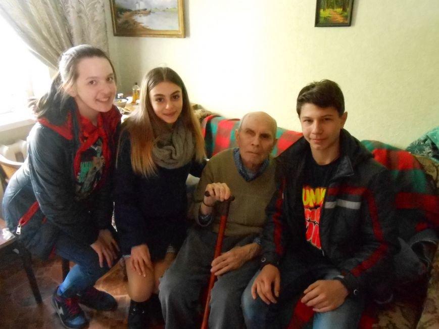 Добропольские школьники помогли ветеранам (фото) - фото 1