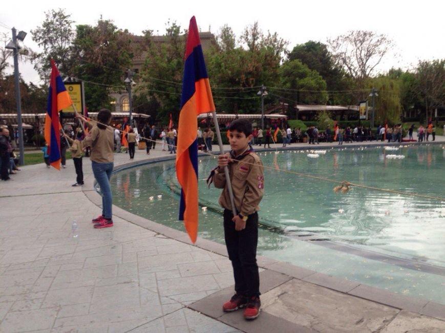 На лебединном озере почтили память жертв Геноцида армян (фото) - фото 2