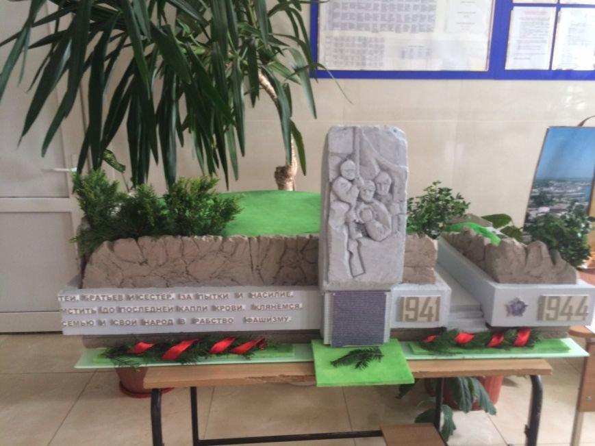 В ялтинской школе №10 конкурсная выставка макетов «Памятники ВОВ 1941-1945 годов», фото-5