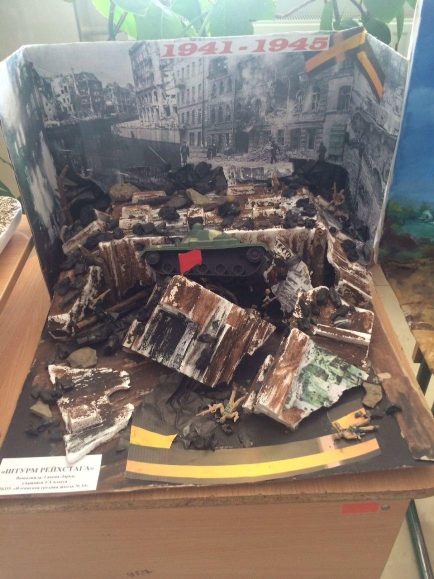В ялтинской школе №10 конкурсная выставка макетов «Памятники ВОВ 1941-1945 годов», фото-1