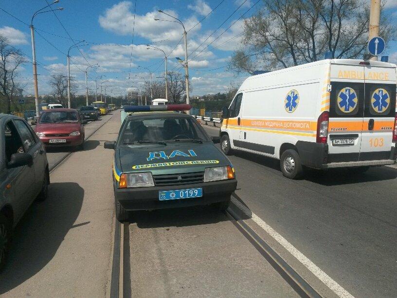 В Мариуполе на пост-мосту столкнулись две легковушки. Есть пострадавшие (ФОТО), фото-2