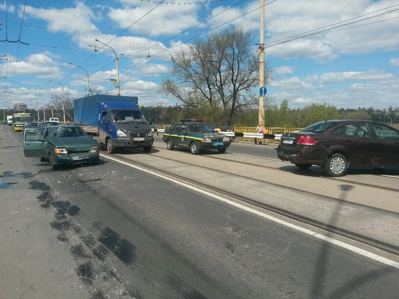 В Мариуполе на пост-мосту столкнулись две легковушки. Есть пострадавшие (ФОТО), фото-4