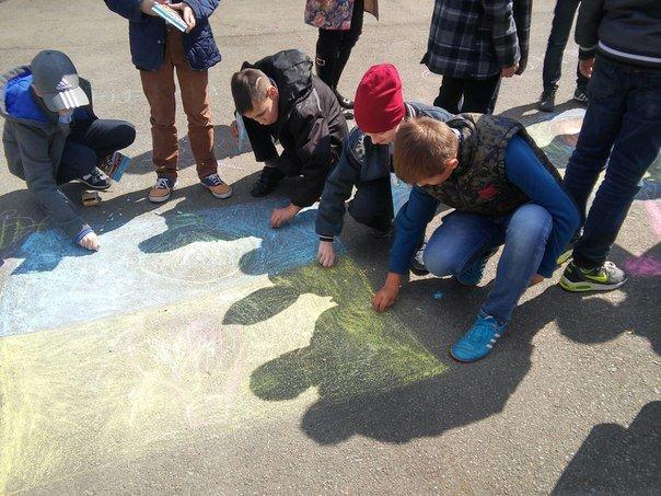 З нагоди дня Землі діти розмалювали площу у Парку культури (ФОТО) (фото) - фото 2