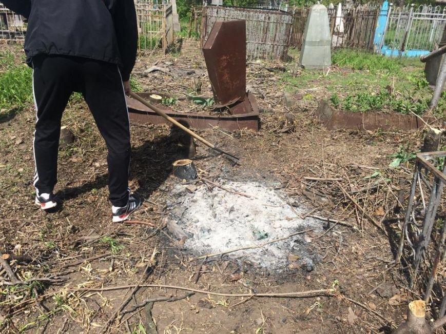 Студенты ПГТУ не знали, могилы кого они убирали на Центральном закрытом кладбище (ФОТО, ВИДЕО), фото-4
