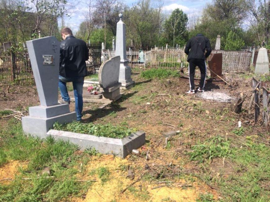 Студенты ПГТУ не знали, могилы кого они убирали на Центральном закрытом кладбище (ФОТО, ВИДЕО), фото-3