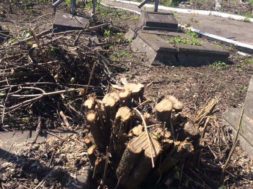 Студенты ПГТУ не знали, могилы кого они убирали на Центральном закрытом кладбище (ФОТО, ВИДЕО), фото-10