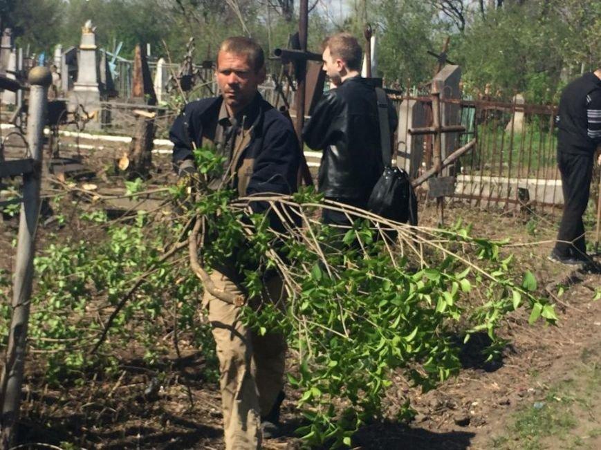 Студенты ПГТУ не знали, могилы кого они убирали на Центральном закрытом кладбище (ФОТО, ВИДЕО), фото-8