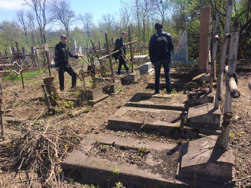 Студенты ПГТУ не знали, могилы кого они убирали на Центральном закрытом кладбище (ФОТО, ВИДЕО), фото-5