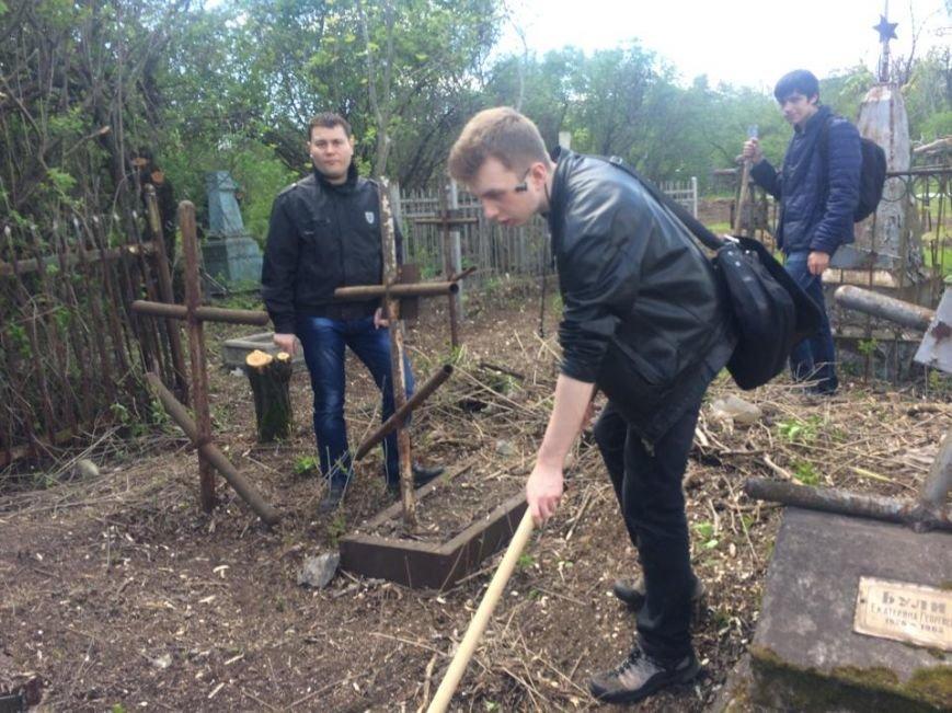 Студенты ПГТУ не знали, могилы кого они убирали на Центральном закрытом кладбище (ФОТО, ВИДЕО), фото-6