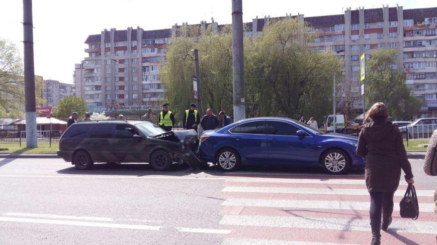 Внаслідо ДТП у центрі Львова постраждала вагітна жінка (ФОТО, ВІДЕО) (фото) - фото 1