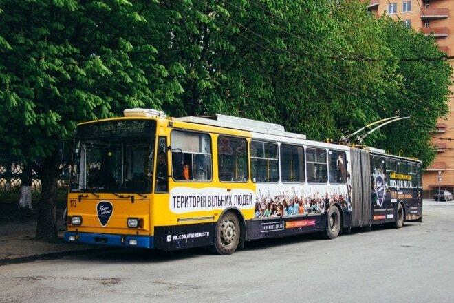 Перший в Україні фестивальний тролейбус з'явився у Тернополі (фото) (фото) - фото 1
