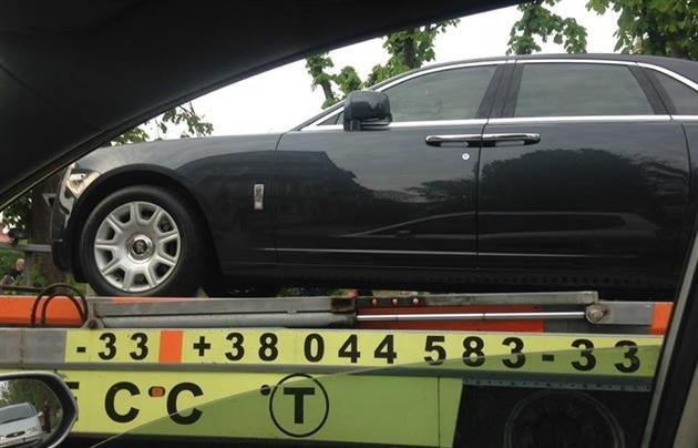 Як в Ужгороді евакуатор  забирав елітний Ролс Ройс?(Фото) (фото) - фото 2