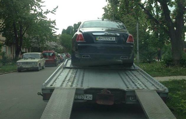 Як в Ужгороді евакуатор  забирав елітний Ролс Ройс?(Фото) (фото) - фото 1