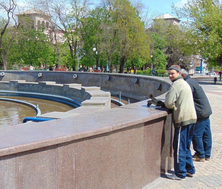 В Мариуполе проведен пробный пуск главного фонтана города (ФОТО), фото-2