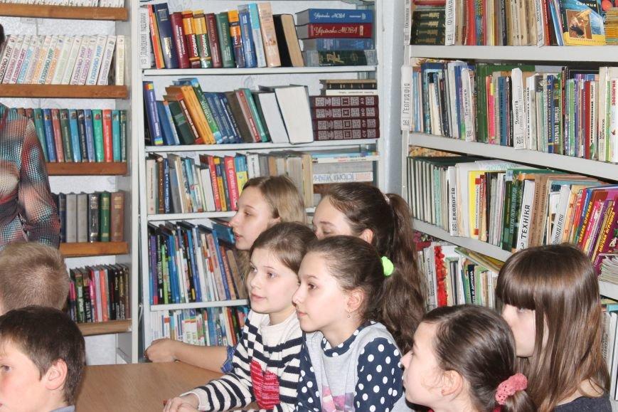"""У новогродівській дитячій бібліотеці пройшов відкритий урок на тему """"Чорнобиль-чорний біль України"""", фото-1"""