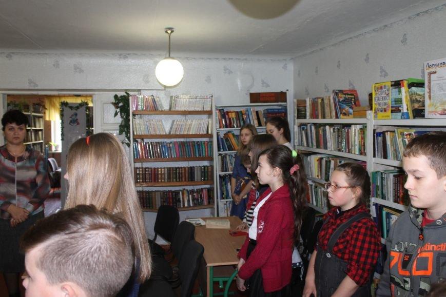 """У новогродівській дитячій бібліотеці пройшов відкритий урок на тему """"Чорнобиль-чорний біль України"""", фото-3"""
