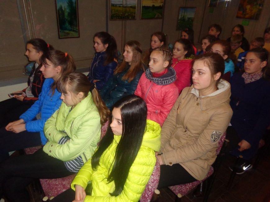 «Я должен снова видеть настоящие зимы и вёсны, вспыхивающие мгновенно…» - в Красноармейске (Покровске) состоялась экскурсия памяти, посвящённая Сергею Прокофьеву (фото) - фото 10