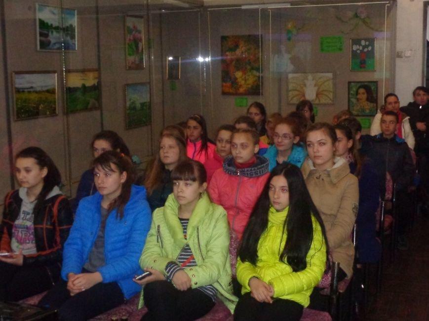 «Я должен снова видеть настоящие зимы и вёсны, вспыхивающие мгновенно…» - в Красноармейске (Покровске) состоялась экскурсия памяти, посвящённая Сергею Прокофьеву (фото) - фото 2