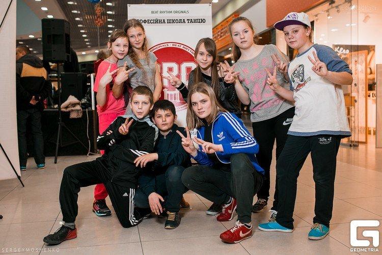 «Інопланетянськими» брейк-данс та хіп-хоп - полтавська академія танців ділиться досягненнями за перші півроку (фото) - фото 1
