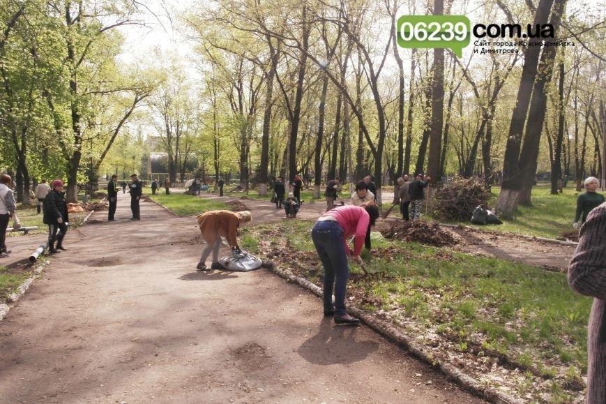 В Красноармейске (Покровске) около 3 тыс. горожан вышли на общегородской субботник (фото) - фото 1