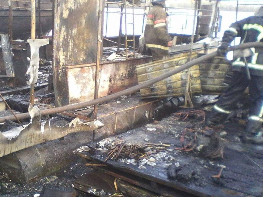 В Киеве во время пожара на судне обгорел мужчина (ФОТО), фото-2