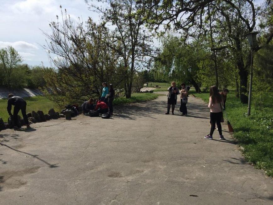 Херсонці вийшли на наймаштабніше прибирання (Фото) (фото) - фото 1