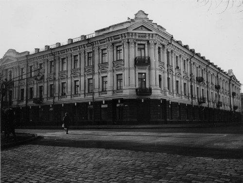 Самый большой екатеринославский особняк заняли нотариусы и магазины: дом разрушается на глазах (ФОТО, ВИДЕО) (фото) - фото 5