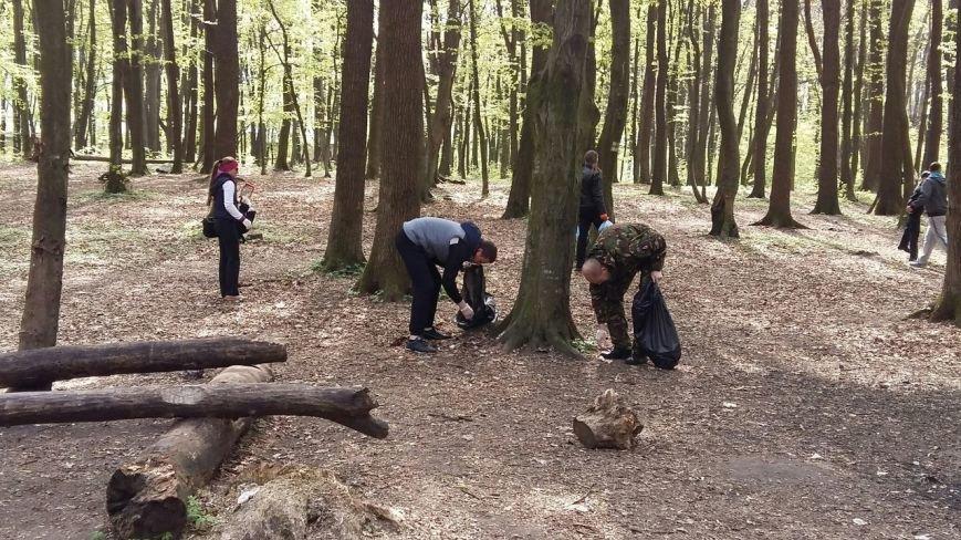 Патрульні разом із львів'янами влашутвали толоку на Сихові: як це було (ФОТО) (фото) - фото 1