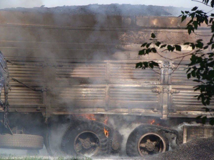 На Запорожском шоссе горит КамАЗ с прицепом (ФОТО) (фото) - фото 3