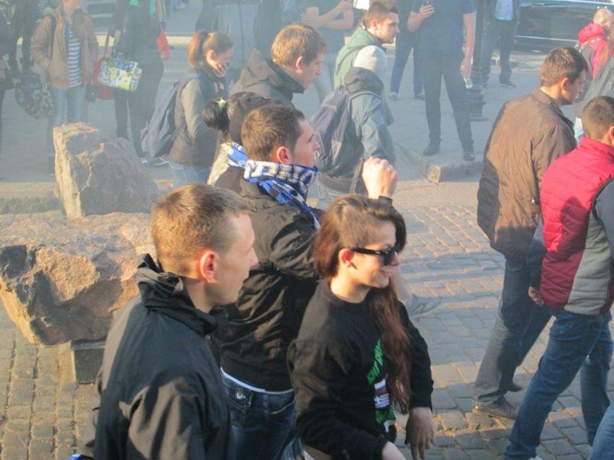 00f096975584b773444d75c3c8bc30ea Хулиганы задымили центр Одессы