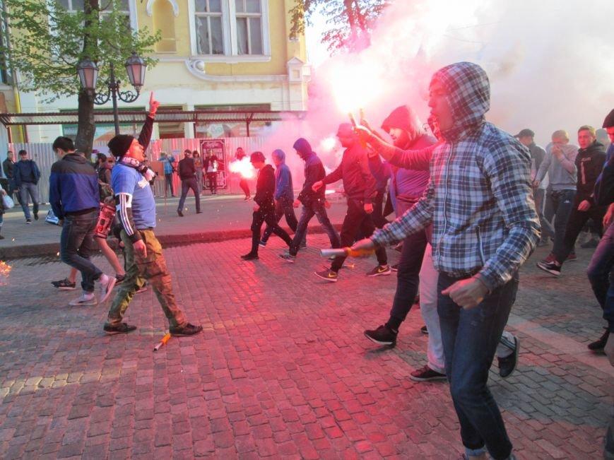 1cc2fb82a35e45703ffb2f9029d0ae4d Хулиганы задымили центр Одессы
