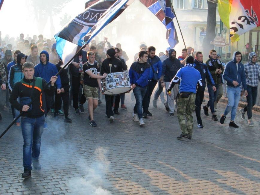 45902037f1bab302764a71062e8241c3 Хулиганы задымили центр Одессы
