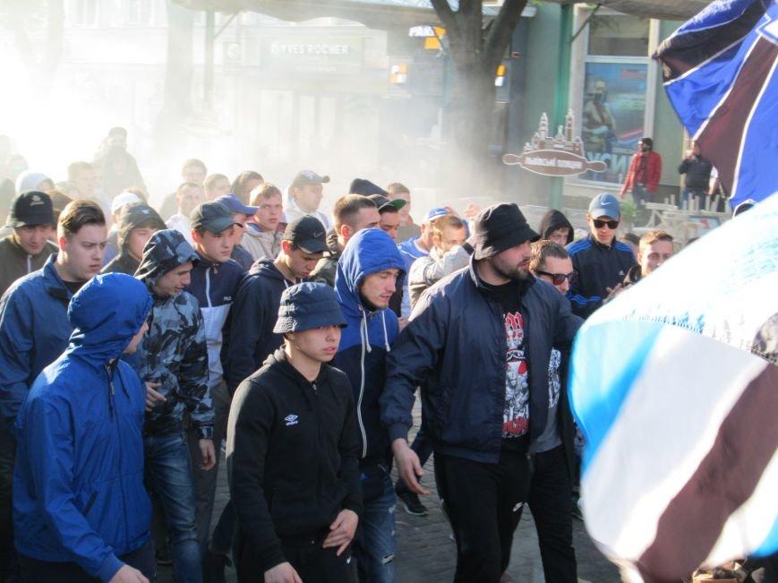 a570a093c49f9413ec25b81eec0c8b08 Хулиганы задымили центр Одессы