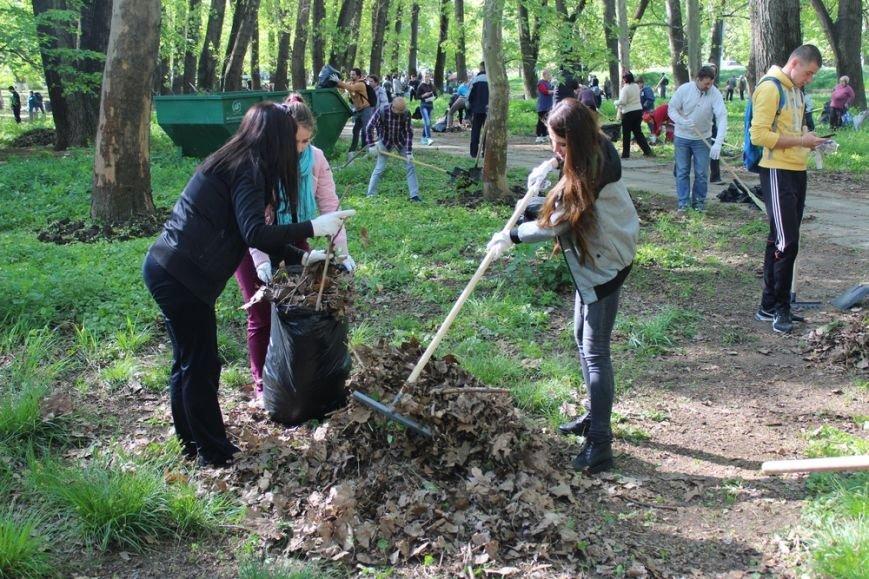 Около 300 человек приняли участие в первом в Симферополе межконфессиональном субботнике (ФОТО) (фото) - фото 4