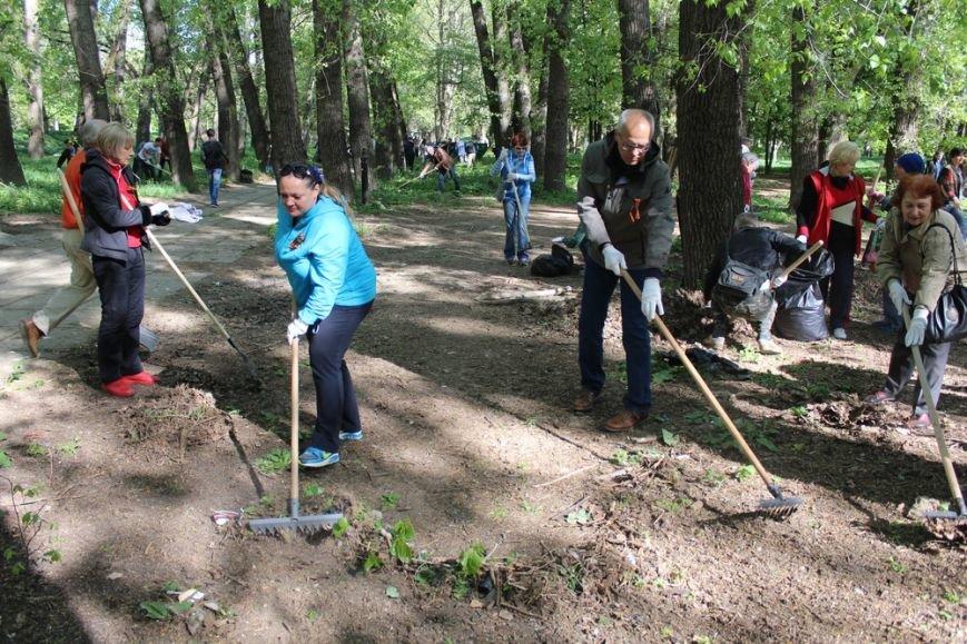 Около 300 человек приняли участие в первом в Симферополе межконфессиональном субботнике (ФОТО) (фото) - фото 3