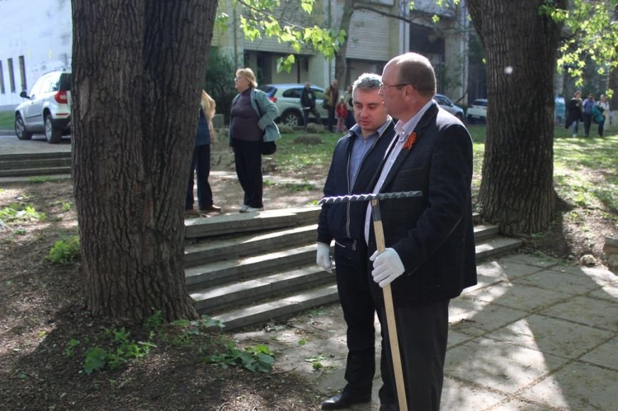 Около 300 человек приняли участие в первом в Симферополе межконфессиональном субботнике (ФОТО) (фото) - фото 1