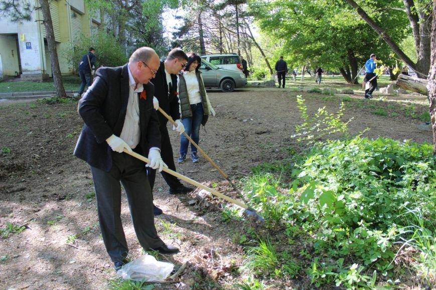 Около 300 человек приняли участие в первом в Симферополе межконфессиональном субботнике (ФОТО) (фото) - фото 2
