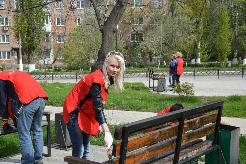 Заводчане АКХЗ вышли на субботник (ФОТОРЕПОРТАЖ) (фото) - фото 1