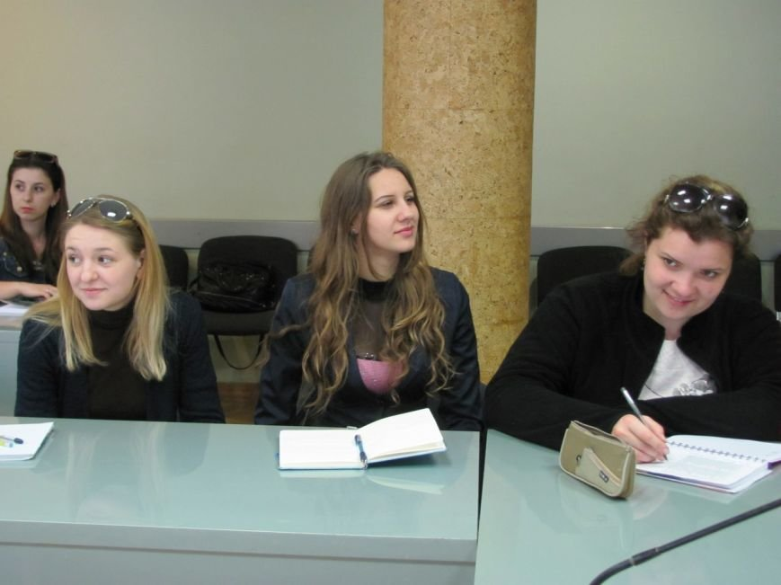 Як херсонські студенти вчились писати гранди (фото) - фото 1