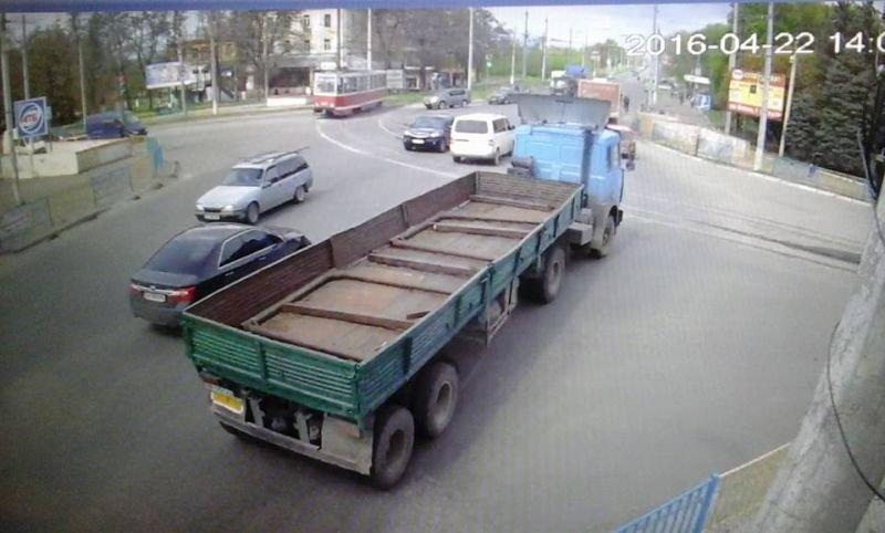Во время ДТП в Краматорске тяжело травмирован мотоциклист, фото-1