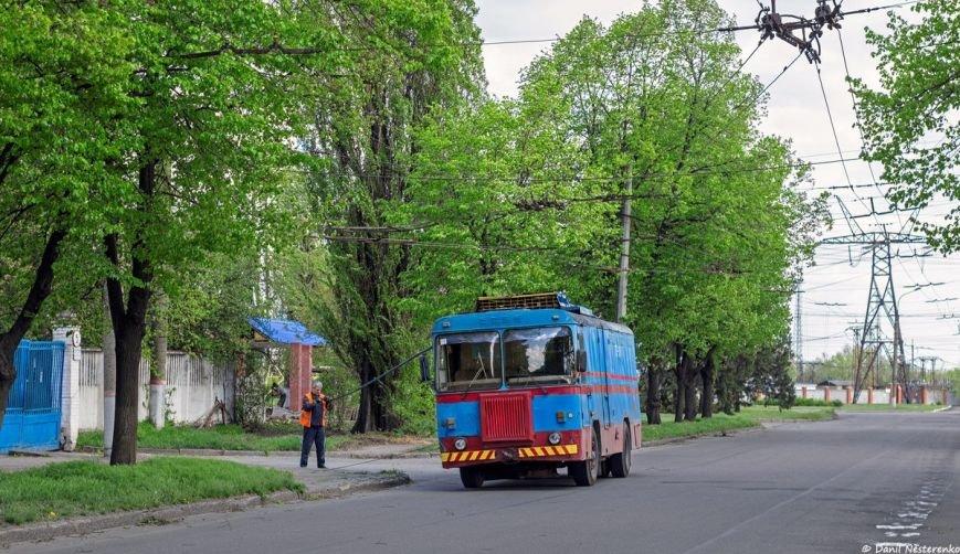 """В Кривом Роге школьников с СевГОКа возят на """"махалки"""" ко Дню города на одном троллейбусе, а другой стоит поломанный и ждет помощи больше дв..., фото-4"""