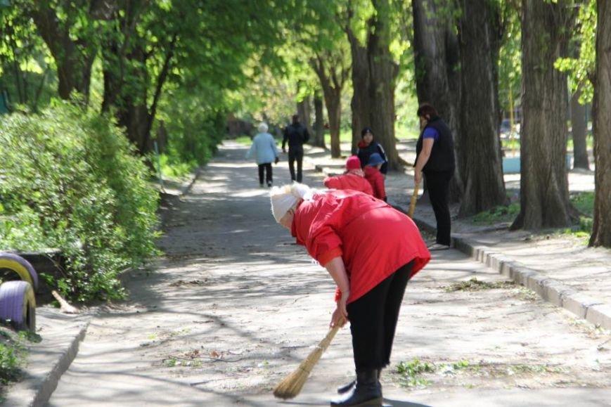 Как в Кременчуге на субботнике убирались мэр, заместители, депутаты и другие жители города, фото-17