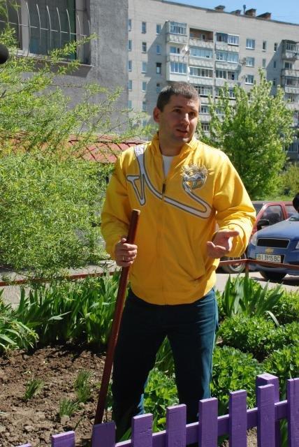 Как в Кременчуге на субботнике убирались мэр, заместители, депутаты и другие жители города, фото-11