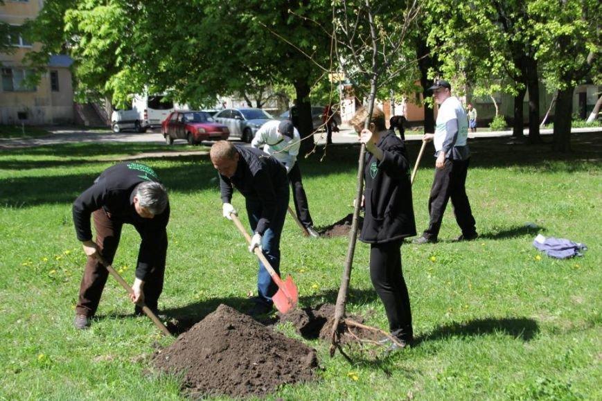 Как в Кременчуге на субботнике убирались мэр, заместители, депутаты и другие жители города, фото-4