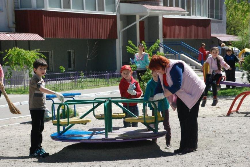 Как в Кременчуге на субботнике убирались мэр, заместители, депутаты и другие жители города, фото-13