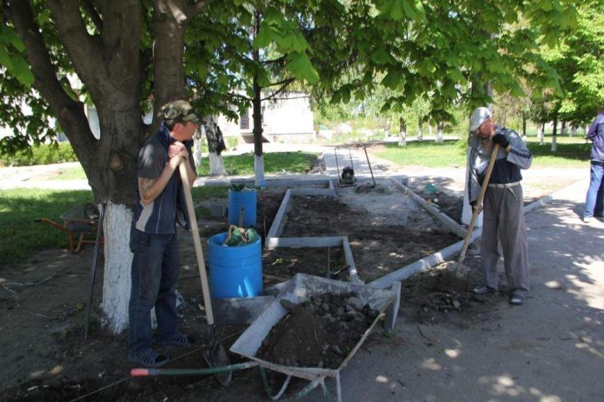 Как в Кременчуге на субботнике убирались мэр, заместители, депутаты и другие жители города, фото-19