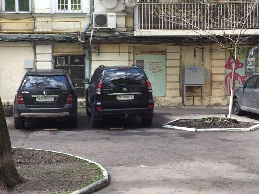 Одесский Пале-Рояль превратился в гигантскую парковку (ФОТО) (фото) - фото 1