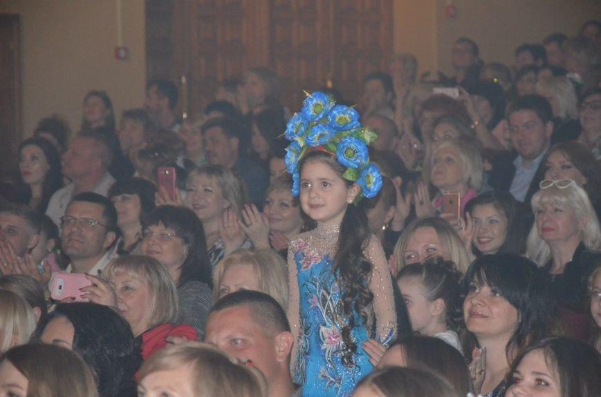 В Мариуполе Ольга Полякова взорвала зал и заставила зрителей танцевать (ФОТОРЕПОРТАЖ+ВИДЕО) (фото) - фото 9