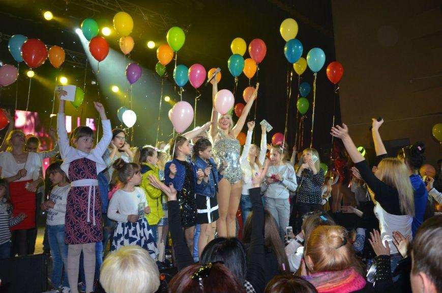 В Мариуполе Ольга Полякова взорвала зал и заставила зрителей танцевать (ФОТОРЕПОРТАЖ+ВИДЕО) (фото) - фото 8